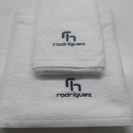 1toalla-hotel-bordada-450gr.jpg